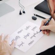 Cómo Identificar una Tipografía Online con Whatthefont